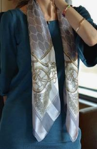 着こなしに華を添えるスカーフ•*¨*•.¸¸♬︎ - サロン・ド・ブロッサム(パーソナルカラー診断&骨格スタイル分析、パーソナルスタイリストin広島)
