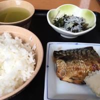 5日 サバ塩焼とワカメ酢@御徒町小町 - 香港と黒猫とイズタマアル2