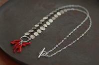 珊瑚ネックレス - 石と銀の装身具