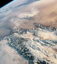 国際宇宙ステーションが捉えたテンシャン山脈とタクラマカン砂漠 - 秘密の世界        [The Secret World]