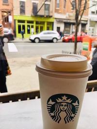 眠れなかった翌朝のコーヒーはスタバで - NY/Brooklynの空の下