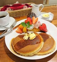 ふかふか感、焼き色、全てが理想のホットケーキ・ホットケーキパーラー Fru-Full@赤坂 - カステラさん
