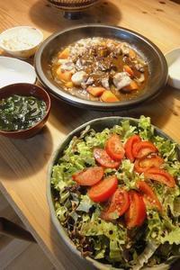根菜と鶏肉のふっくらさん蒸しカレーソース - 週末は晴れても、雨でも