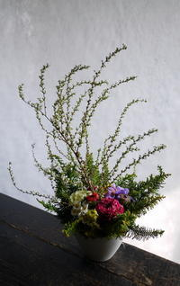 お子さんの入学のお礼にご両親へのアレンジメント。「高さ出して、カラフル」。2019/04/02。 - 札幌 花屋 meLL flowers