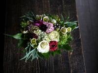 亡くなったワンちゃんにアレンジメント。「優しく、可愛い感じ」。里塚緑ヶ丘11にお届け。2019/04/07。 - 札幌 花屋 meLL flowers