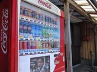 コカ・コーラの自販機 - だんご虫の花