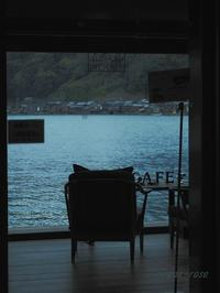 海辺のカフェ - 瞳の記憶