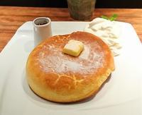 まさに、絵本「ぐりとぐら」のカステラパンケーキだった!石窯 bake bread 茶房TAM TAM@神保町 - カステラさん
