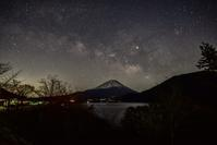 星空綺麗な本栖湖 - 風とこだま