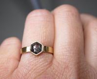 ヘキサゴンナチュラルブラックダイヤモンドリング - hiroe  jewelryつくり