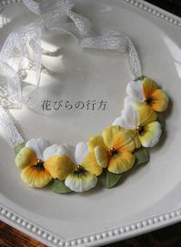 パンジーのネックレス&丸いきらきらブローチ - 布の花~花びらの行方 Ⅱ