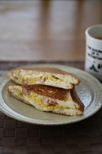 ついチーズと卵と・・・ - Log.Book.Coffee