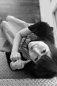 鈴木琴音ちゃん46 - モノクロポートレート写真館