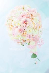 セミキャスケードブーケ八芳園の花嫁様へ、桜のころ、ミルクティー色で - 一会 ウエディングの花
