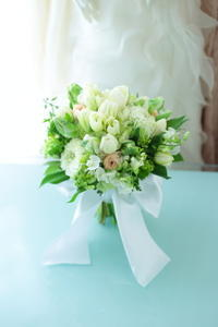 クラッチブーケ八芳園&サレジオ教会の花嫁様へチューリップとスズランと - 一会 ウエディングの花
