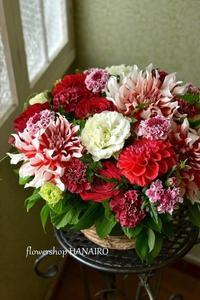 ダリア「ラララ」を使ったフラワーアレンジメント。 - 花色~あなたの好きなお花屋さんになりたい~