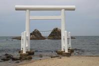 福岡県糸島半島の夫婦岩 - 空いいよ!どっと混む♪