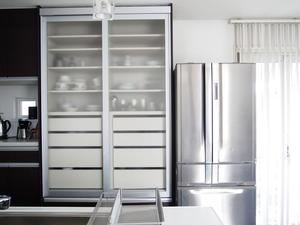 冷蔵庫にペタっとするなら、ダイソーグッズが便利♪ - 白×グレーの四角いおうち