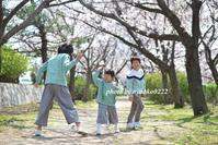 桜の下の3きょうだい - nyaokoさんちの家族時間