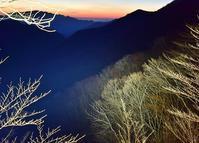 二上山の桜と木梶山の芽吹き前の色合い - 峰さんの山あるき