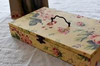 刺繍糸の収納箱 - A partir d'une seule piece  カルトナージュで私だけの空間創り