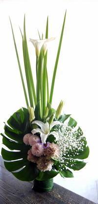 ご葬儀にアレンジメント。月寒中央通10の斎場にお届け。2019/04/14。 - 札幌 花屋 meLL flowers