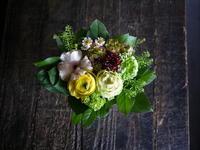 亡くなったワンちゃんにアレンジメント。里塚緑ヶ丘11にお届け。 - 札幌 花屋 meLL flowers