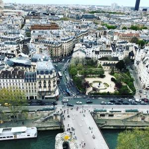ノートルダム大聖堂はパリジャンの祈りの場 - 伊瀬愛のSTYLE blog
