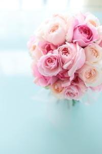 クラッチブーケ軽井沢高原教会様へピンクのバラとライラックで - 一会 ウエディングの花