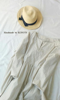 キーネックのギャザーワンピース - 子ども服と大人服 KONO'N