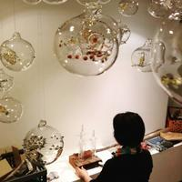 本日より、深海ラボ Yoshie Meguro Glass Exhibition 始まります - 坂日和