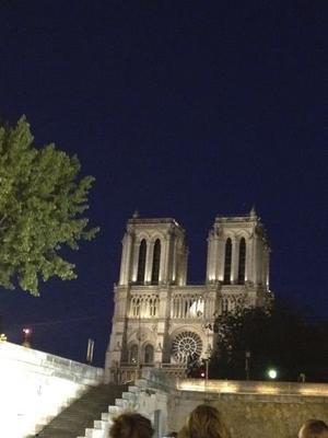 貴婦人の佇まいのノートルダム寺院 - やさしい光のなかで