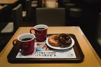 ドーナツ屋の薄いコーヒー - 今夜も星の下で