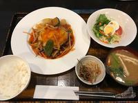 金沢(長町):洋食屋 RYO「RYO定食 A (ハンバーグと目玉焼き)」 - ふりむけばスカタン