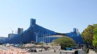 代々木第一体育館が改修のためかブルーに覆われていてこれはこれで何かのアートな仕掛けにみえなくもなかったw - 鴎庵