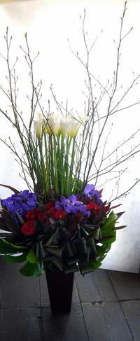 演劇公演に出演される方へのアレンジメント。シアターZOOにお届け。2019/04/18。 - 札幌 花屋 meLL flowers