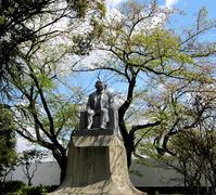 渋沢栄一の銅像 - のんびり街さんぽ