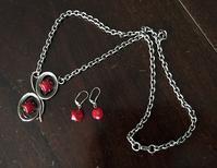 赤い石とメタルのネックレス118と赤い石のピアス130 - スペイン・バルセロナ・アンティーク gyu's shop
