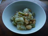 大根、玉ねぎ、大豆、いんげんの角切りサラダ - LEAFLabo