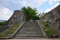 漆黒の烏城、備前岡山城を歩く。その3「本丸中の段」 - 坂の上のサインボード