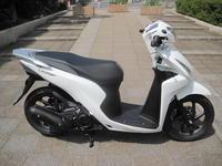新型(2019年モデル)のDIO110 - バイクの横輪