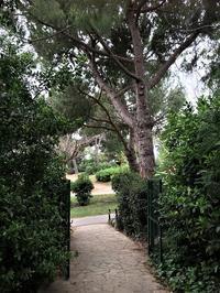 セルバンテス公園から続く遊歩道 - gyuのバルセロナ便り  Letter from Barcelona