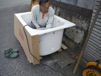 タイル張り浴室の浴槽入れ替え~浴槽入れ - 市原市リフォーム店の社長日記・・・日日是好日