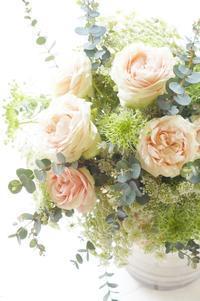 やさしい薔薇のブーケ(シャンペトル&ロン) - お花に囲まれて