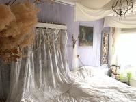 【寝室】コーネリー刺繍のカーテン - フレンチシックな家作り。Le petit chateau