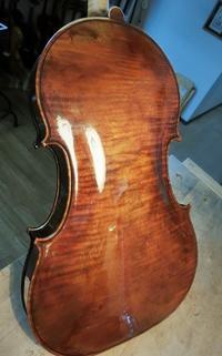 ニス磨きました。 - 村川ヴァイオリン工房