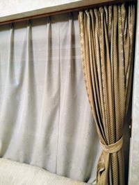 築30年実家のインテリアリフォーム6新調したカーテンを生かすリビングルームスタイリング - Daily Green (デイリー・グリーン)