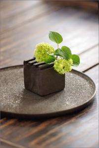 黒花器 - なづな雑記