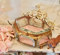 パリの蚤の市から*可愛らしいジュエリーケースと天使のサヴォン紙箱 - BLEU CURACAO FRANCE