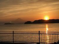 令和お初の夕陽をのんびり家族で眺めながら - パームツリー越しにgood morning        アロマであなたの今に寄り添うブログ